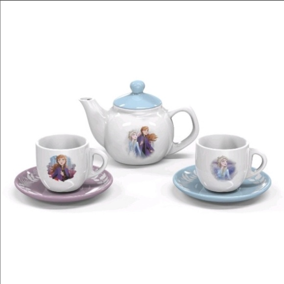 DISNEY PARKS ALICE IN WONDERLAND TEA FOR 2 SET TEA POT AND TEACUPS PLUS SAUCERS